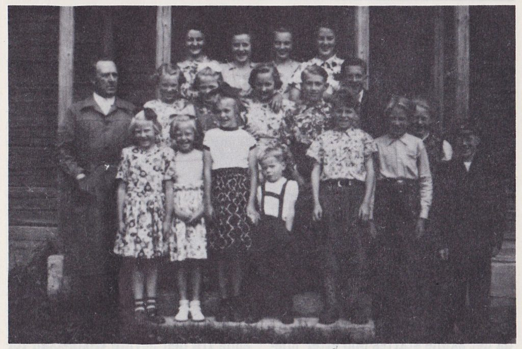 Fra Skjælåen 2-delte skole ved Skjærvangen. Bildet er tatt i 1953. Skjælåen skole ble nedlagt 1959.
