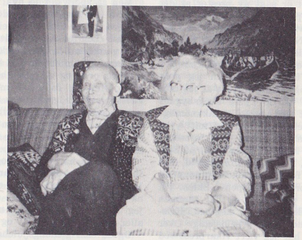 I snart 60 år har de trofast holdt sammen og takker Gud for livet hver dag. Karen går i sitt 90. år og Oskar Vestgar'n Rambøl i sitt 97 år. Kanskje er de Eidskogs eldste ektepar som fortsatt gjerne finner sin plass i Vestmarka kirke.