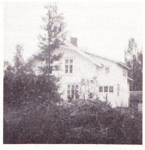 Vestmarka bedehus sett fra den nye innkjørsel 1980